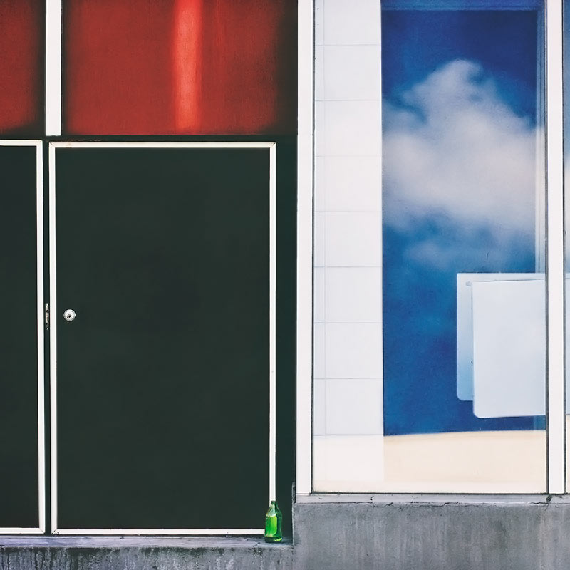 colorful-doorway-with-sky-reflected